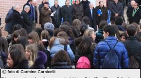Scuola: aule fredde, alunni fuori liceo Agropoli con coperte
