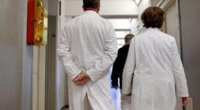 Salerno, parentopoli in ospedale «Assunti familiari dei sindacalisti»