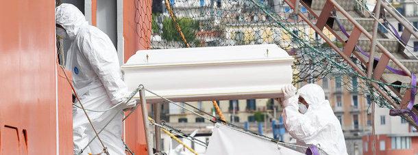 Nuovo sbarco migranti a Salerno: tra i 990 migranti il cadavere di un bambino di tre anni