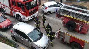 Colta da malore, porta bloccata: i medici entrano dal balcone